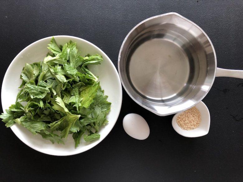 セロリの中華風スープの材料