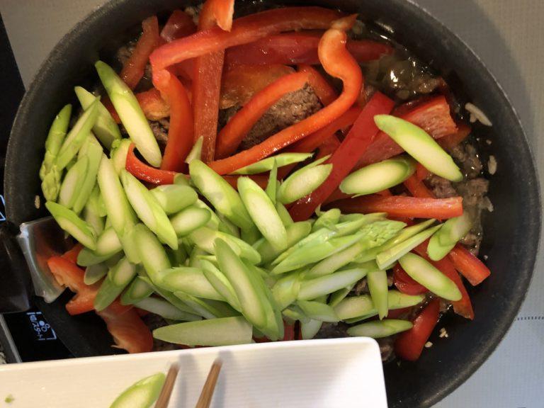 パクチーの香り香る牛肉のナンプラー炒めの作り方